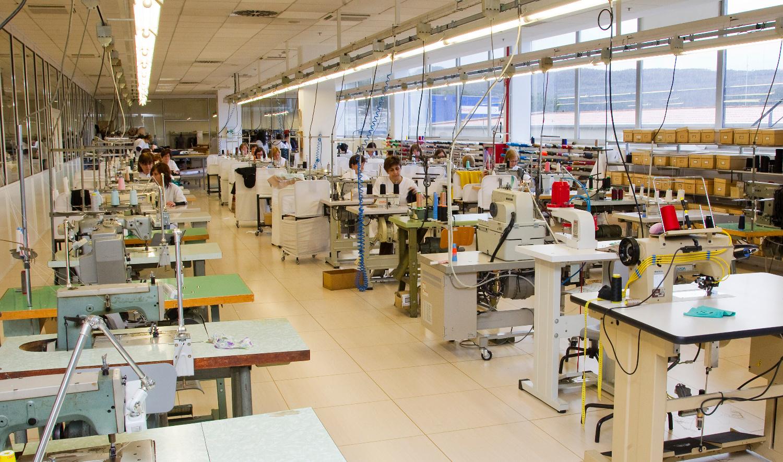 Por primera vez los disfraces m s vendidos son fabricados for Taller de costura madrid