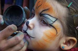 Utilizar pincel para maquillaje al agua